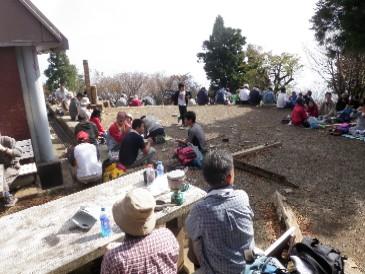 にぎわう大山山頂0911