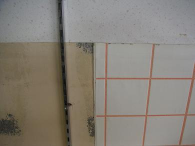 土台、タイル、壁紙 3種混合です。