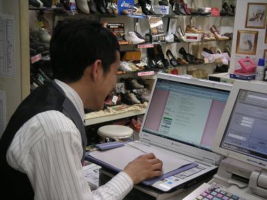 仕事中、さぼっているオーモリ!!