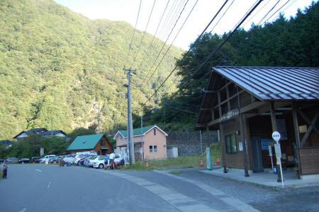 2奈良田バス停1