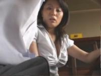 【手コキフェラ動画】若い勃起ちんぽに欲情してしまったムッチリ巨乳家庭教師【pornhost】