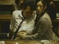 【手コキ】飲み潰れたら若い女にシゴかれた
