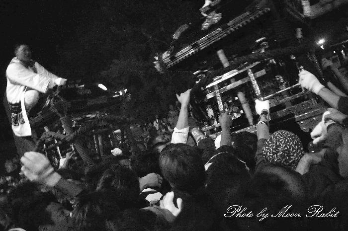 松山市の祭り 三津厳島神社秋祭り 三津南みこし vs 古三津南みこし 喧嘩神輿 愛媛県松山市神田町1-7 2010年10月5日
