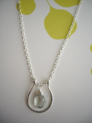 horse shoe necklace green amethyst