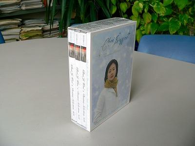 写真キャプション=『チェ・ジウ~ドラマセレクション』のDISK=5枚とDVD=1枚にLyric Bookが付いたセット