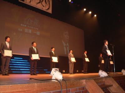 「優秀店舗賞」を受賞した全国10ホールの代表者