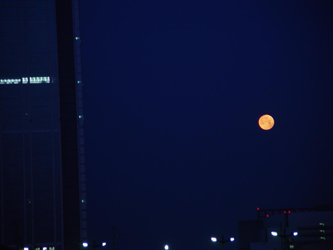 Moon20110518