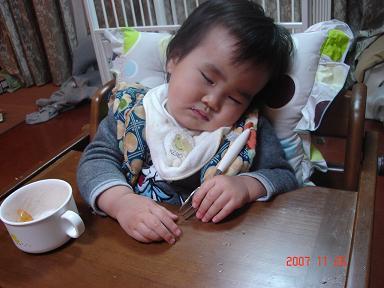 食べながら寝た