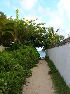 ラニカイビーチへの小道
