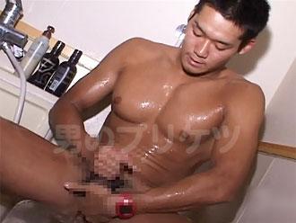 [男のプリケツ] マジで巨乳でスカ浴室プリケツオナニー !!