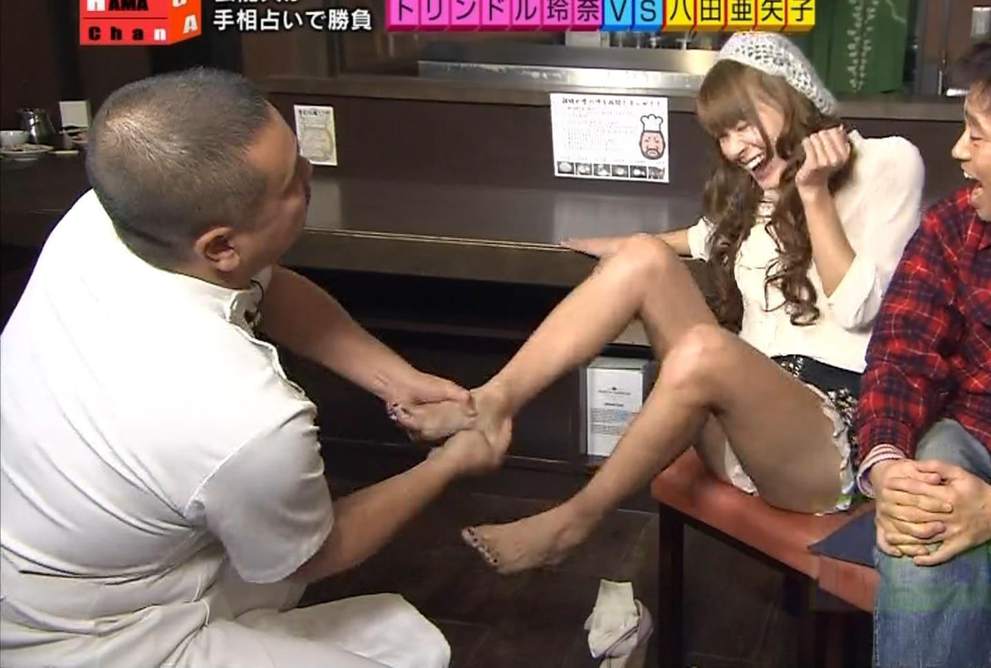 八田亜矢子 美脚を大また開きで悶絶キャプ画像(エロ・アイコラ画像)