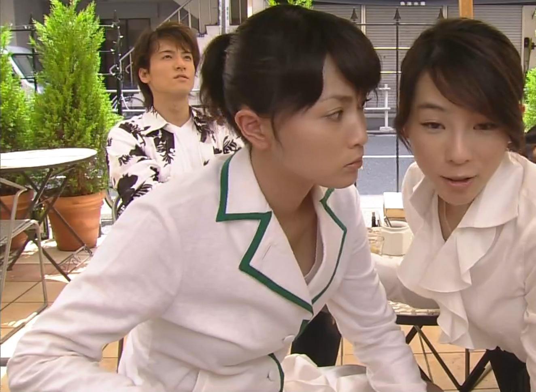 長谷川京子 服の胸の隙間キャプ画像(エロ・アイコラ画像)