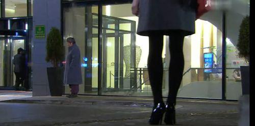 あっ・・・! ユキエがホテルに帰ると、そこにドシクの姿が・・・
